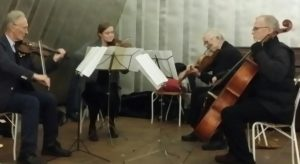 Hagakvartetten spelade Kraus inne i Silvertältet.